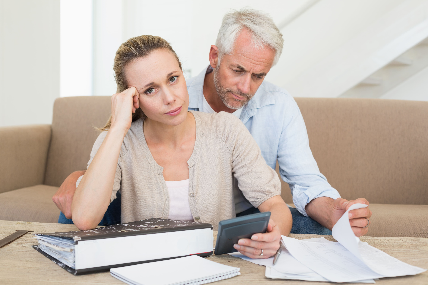 Precisa organizar sua vida financeira, mas sente preguiça? Vamos tentar te convencer a fazer agora mesmo!